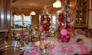 Blue Mountain Mist red and pink decor