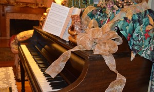 Blue Mountain Mist piano decorated for Christmas