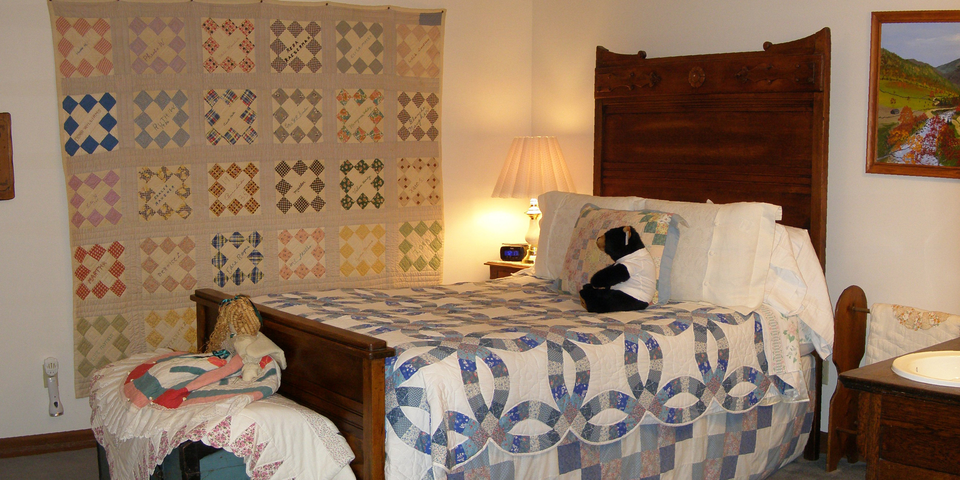 pigeon forge bed and breakfast room
